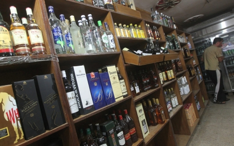 Thumbnail image for Alcohol flows in India despite poll-time ban