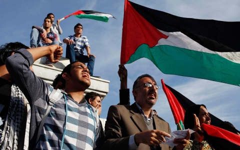 Thumbnail image for In besieged Gaza, Palestinian unity deal sparks hope, caution
