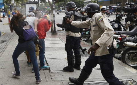 Thumbnail image for Venezuela breaks up protest camps