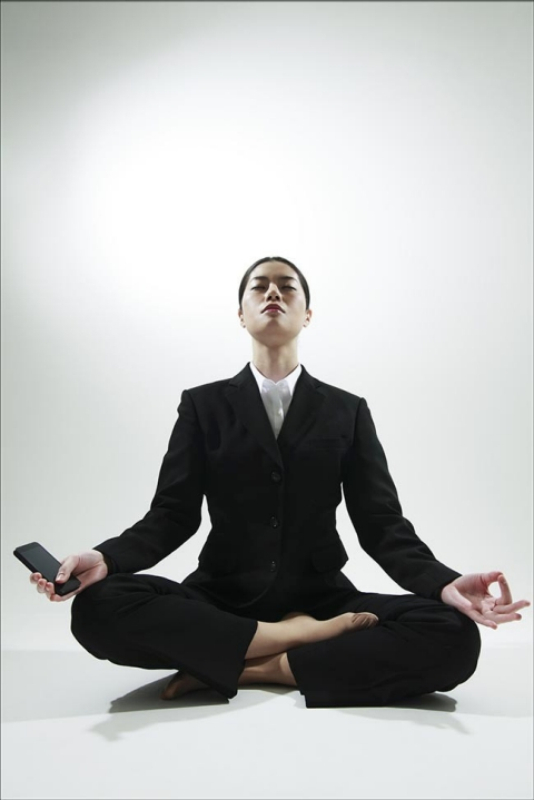 the so-called mindfulness movement aspires to trick the very gadgets that have stolen our attention into giving it back.