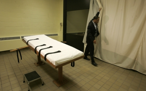 Thumbnail image for Autopsy after Okla. botched execution shows IV wasn't inserted correctly