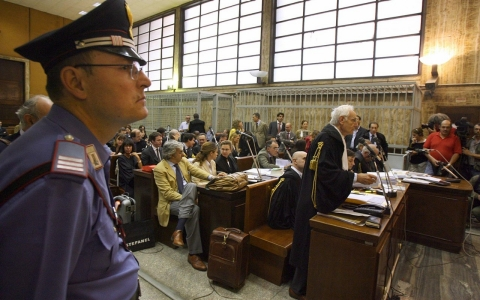 "A policeman stands during the first trial over the secret US ""extraordinary rendition"" programme, in Milan 08 June 2007, with 25 CIA agents among the defendants charged with the 2003 kidnapping of an Egyptian imam, Osama Mustafa Hassan, better known as Abu Omar."
