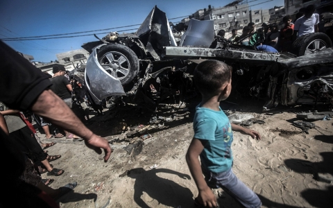Thumbnail image for Israeli airstrikes kill 2 Palestinians in Gaza as border tensions rise
