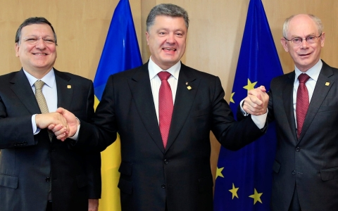 Thumbnail image for Ukraine signs landmark EU trade deal, Russia warns of 'grave consequences'