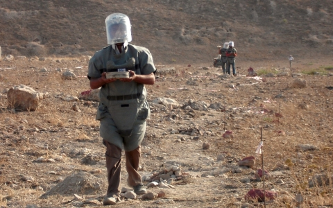 Thumbnail image for US signals intention to eliminate its land mines, join treaty