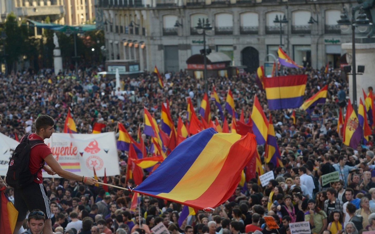 spain protesters call for referendum on monarchy