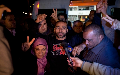 Thumbnail image for Freed Palestinian prisoner Samer Issawi arrives home in East Jerusalem
