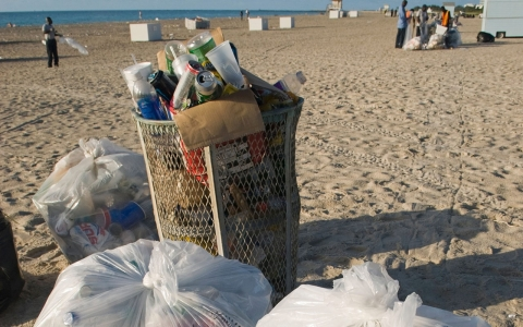 Thumbnail image for Miami's plastic vice: Bagging the ban on bag bans