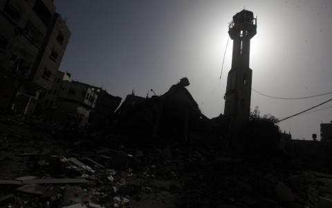 Thumbnail image for As darkness descends, so does dread for families close to Israeli targets
