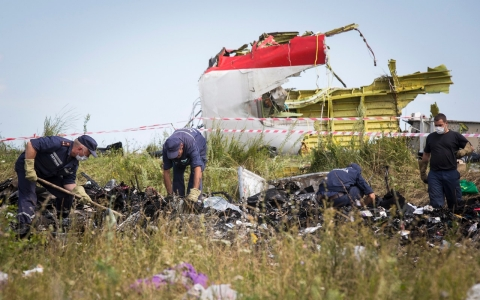 Thumbnail image for Remains of MH17 victims in limbo as rebels in Ukraine hold bodies hostage