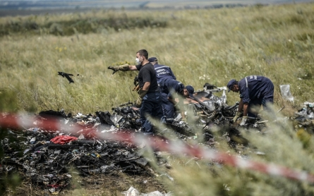 Violence erupts near MH17 crash site as investigators arrive