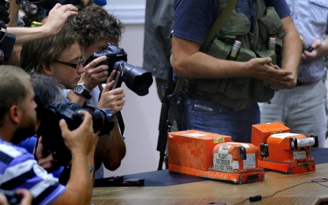 Thumbnail image for MH17 bodies, black boxes handed over as EU mulls further sanctions