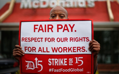 Thumbnail image for Fast food workers gather in Chicago, prepare to escalate wage demands
