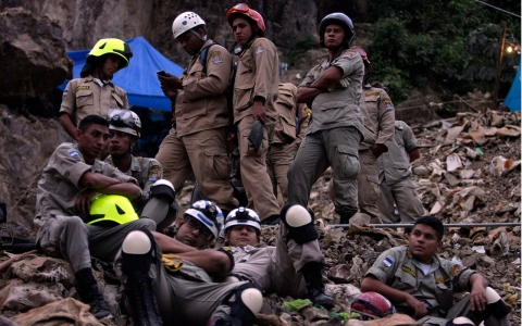 Thumbnail image for 11 trapped in illegal Honduran gold mine