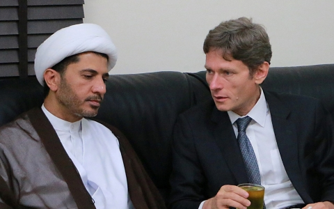 Thumbnail image for Bahrain kicks out US diplomat for meeting with opposition group