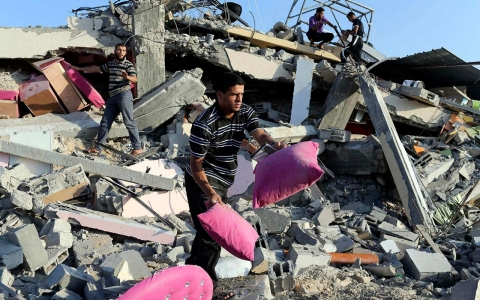 Thumbnail image for Photos: Palestinian civilians suffer amid airstrikes on Gaza