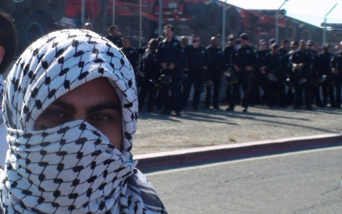 Thumbnail image for Oakland activists block Israeli ship for third day