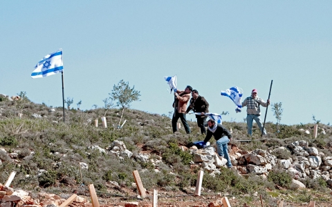 Thumbnail image for Israel confiscates nearly 1,000 acres of Palestinian land in the West Bank
