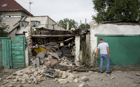 Thumbnail image for 'People, we are all evacuating': Residents flee Donetsk clashes