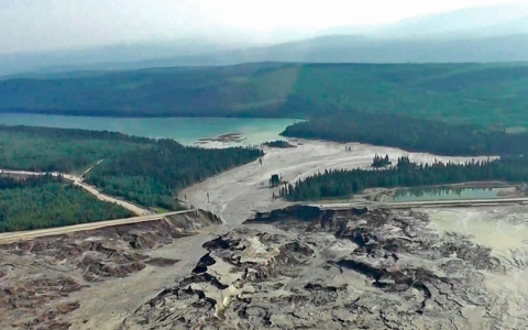 Thumbnail image for Salmon run threatened by 'unprecedented' British Columbia mining spill