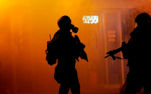 Thumbnail image for Congress scrutinizes police militarization before planned Ferguson protest