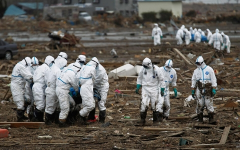 Hundreds of Japanese police and soldiers have been mobilized in a major search operation inside the deserted evacuation zone within the 20 kilometer radius from the Fukushima Dai-ichi nuclear reactors.