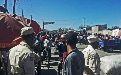 Thumbnail image for Haitians seek relief in Dominican border town but find security crackdown