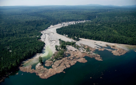 Thumbnail image for Panel: Canada dam's construction on glacial soil lead to massive spill