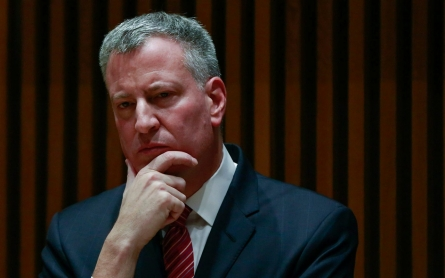 Hoping to move on from public spat, mayor showers praise on NYPD