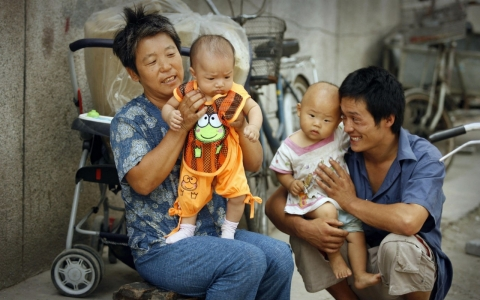 Thumbnail image for End of one-child policy won't end bias against girls in China, experts say