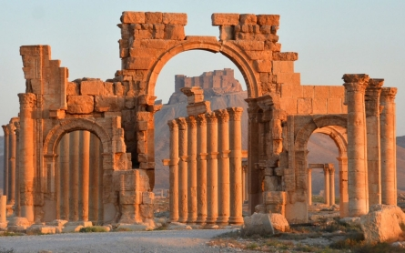 ISIL destroys ancient arch in Palmyra