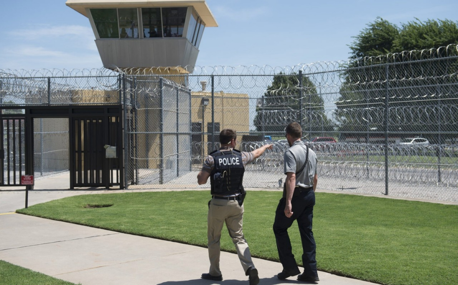are prison appropriate for non violent offenders We will give first-time, nonviolent drug offenders a chance to serve their sentence, where appropriate, in the type of drug-rehabilitation programs that have proven to work better than a prison term in changing bad behavior.