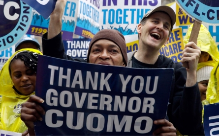 NY gov. boosts minimum wage for state workers