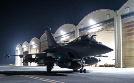 French warplanes bomb ISIL's Syria 'capital'