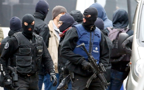 Thumbnail image for French, Belgian authorities launch multiple raids in hunt for suspects