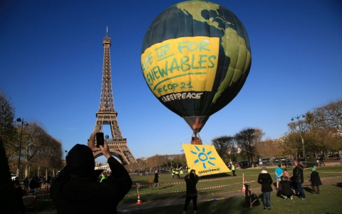 Thumbnail image for Hollande, activists gear up for critical climate talks
