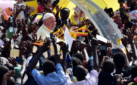 In visit to Central African Republic, Pope Francis urges peace