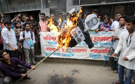 Hundreds attend Bangladesh rally in defiance of attacks on secularists