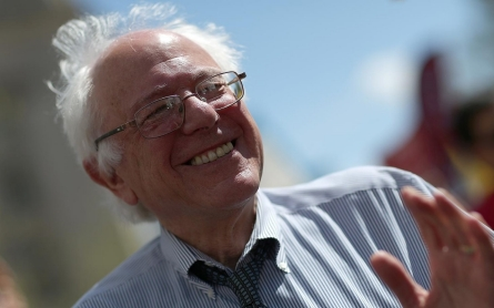 Sanders introduces bill to legalize pot