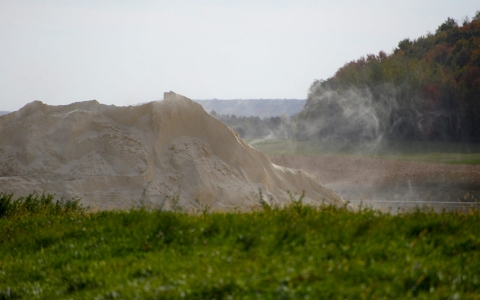 Thumbnail image for Wisconsin locals fear dust from mines for fracking sand even as boom wanes