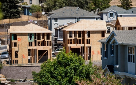 Building boom amid disaster: New housing springs up during Calif. drought