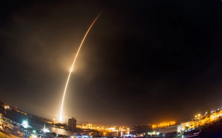 SpaceX launches rocket, nails landing in pivotal spaceflight feat