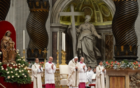 Thumbnail image for Pope, on Christmas, urges return to essential values