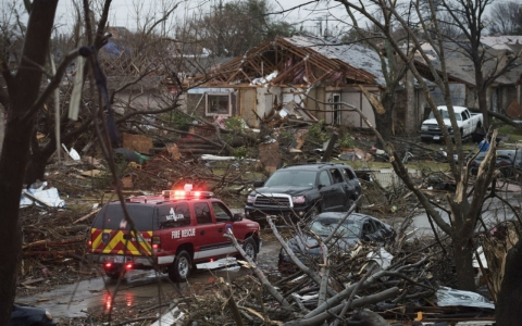 Thumbnail image for Tornadoes in Dallas area kill 11; South's storm death toll at 30