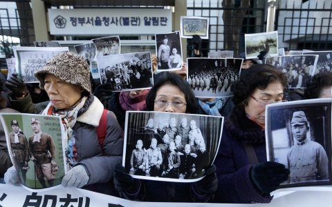 Thumbnail image for South Korea, Japan reach landmark deal on WWII sex slaves