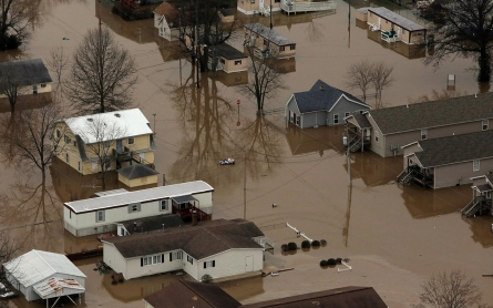 Midwest flooding kills at least 20, shuts major interstate
