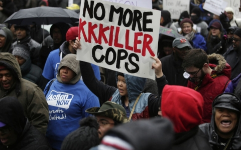 Thumbnail image for Chicago police reports contradict videos of Laquan McDonald's killing