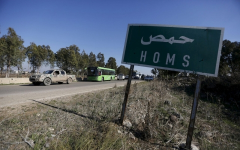 Thumbnail image for Syrians leave rebel-held Homs area in truce deal