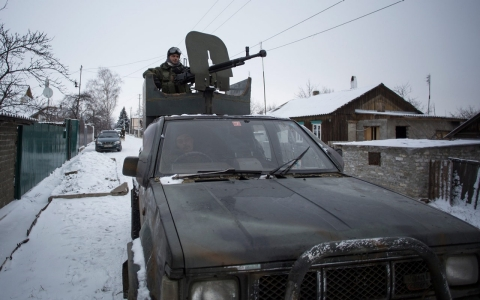 Thumbnail image for Deadly clashes in restive east Ukraine ahead of crunch peace talks