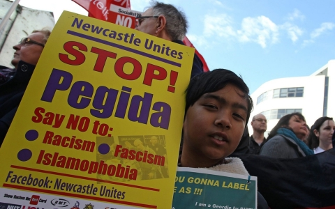 Thumbnail image for Thousands protest UK branch of anti-Islam group PEGIDA